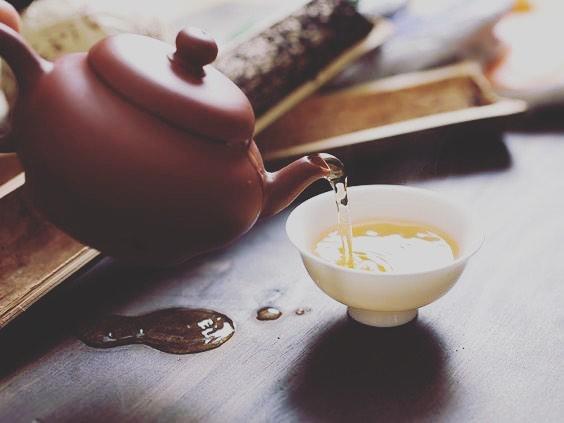 ダイエット中におすすめのお茶 「プーアル茶」  ダイエットに役立つ 重合型カテキンと、リパーゼが入っています 重合型カテキンとは通常のカテキンよりも脂肪吸収の抑制力が強く、リパーゼは脂肪分解を促す作用があるといわれます。 リラックスもできるのでオススメです❣️