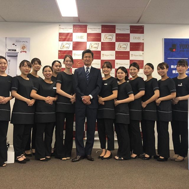 ワムホールディングのスポンサー️である横浜FCが表敬訪問で代表者キングカ ズこと三浦和俊選手が来てくださいました。 とても素敵な方で記念にサロンスタッフと写真を撮ってくださいました📸